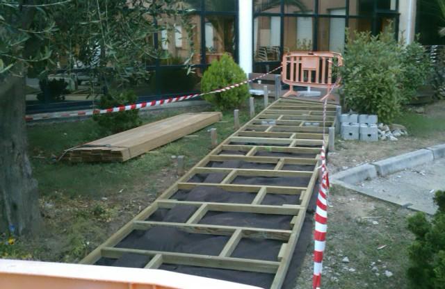 Terrasse bois niveau laser for Construction piscine grasse